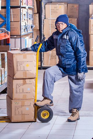 male working in a 3PL warehouse